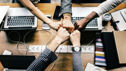 employees find solutions team work